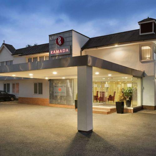 華威華美達酒店