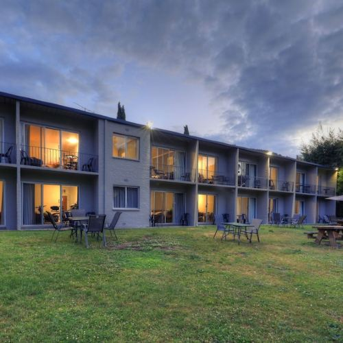 Riverbank Park Motel