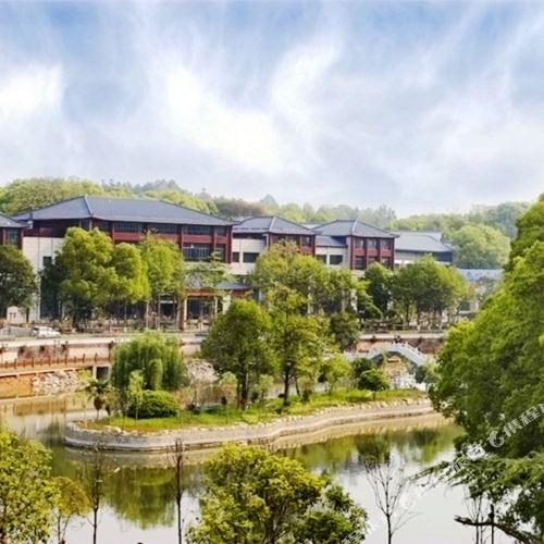 Jiuling Forest Hot Spring Resort