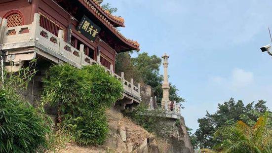 潮州古城北阁佛灯辟建于宋,形成于明,整个景区背依金山,东临韩