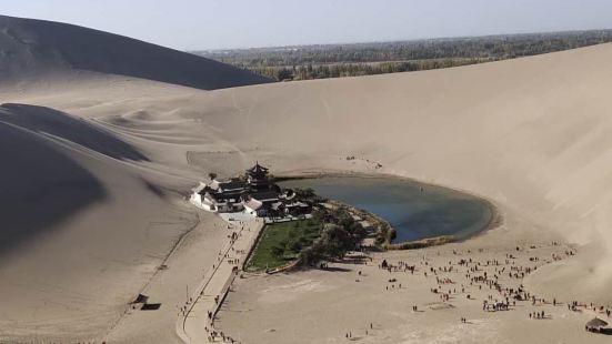 敦煌知名景点,经典的沙漠风光!一望无际的沙漠在阳光照射下闪闪
