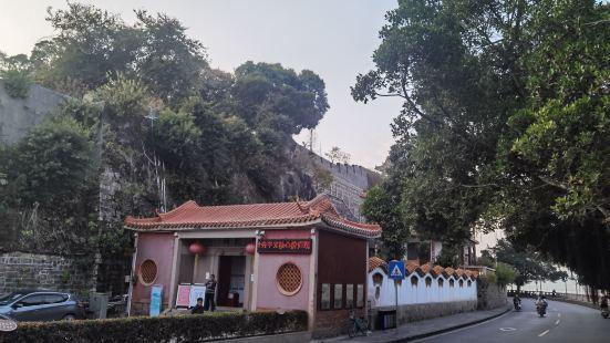 北阁佛灯是潮州八景之一,位于城墙北端,可以沿着滨江长廊步行到