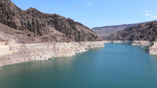 胡佛水坝是美国综合开发科罗拉多河水资源的一项关键性工程,位于