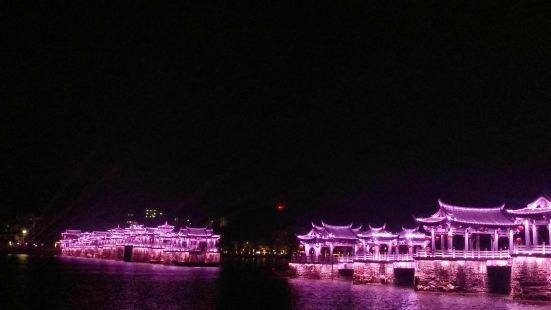 广济桥是潮州的标志性景点,每一个到潮州的人都一定会看一看,而