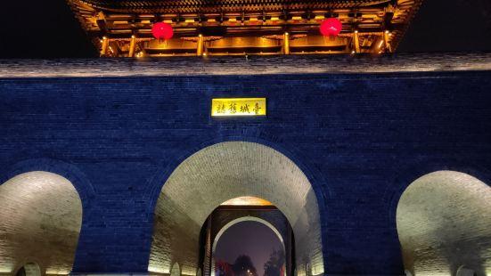 台儿庄古城位于枣庄东南方向,鲁苏豫皖四省交界地带,京杭大运河
