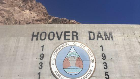 这是美国最大的一个水坝,也是整个科罗拉多大峡谷中最为知名的景