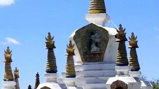 """瓦切塔林,位于四川省红原县瓦切镇。藏语为""""大帐篷""""是纪念第十"""