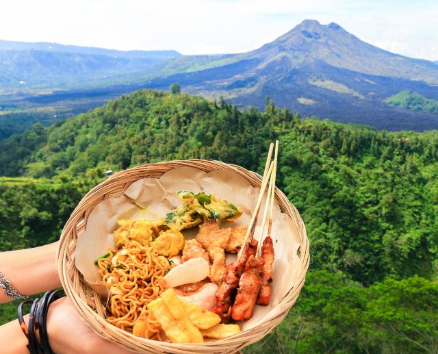 "HaveFun in Bali: ""Gourmet, Lembugan Island, Penida Island, Pura Luhur Lempuyang, Chasing Dolphin, Swing, Bird's Nest"" Shows How to Enjoy Life!"