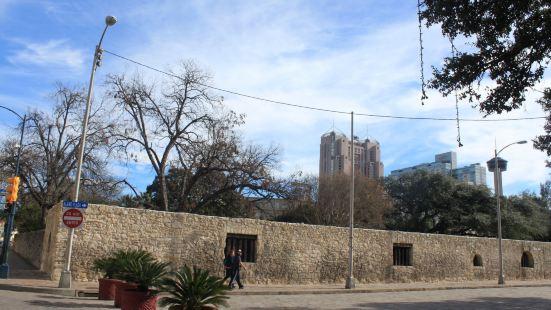 阿拉莫要塞旧址(博物馆)阿拉莫(英语Alamo,西班牙语Ál