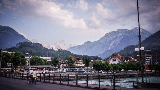 因特拉肯(Interlaken),是瑞士伯尔尼州的一个城市,
