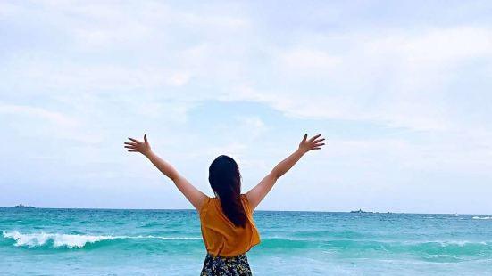 这处沙滩也是相当的有名气,可以说是当地的度假胜地了,这边的景