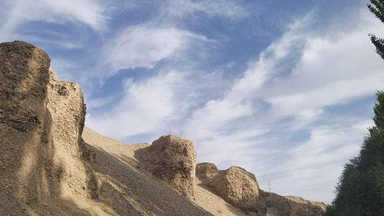 特地包车去看看,据说是比莫高窟的早期的洞窟,景点有导游讲解,