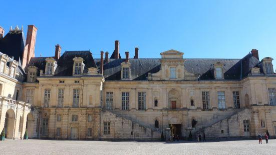 全法國最喜歡的宮殿建築,是多個王朝宮廷不斷增加和改造的結果,