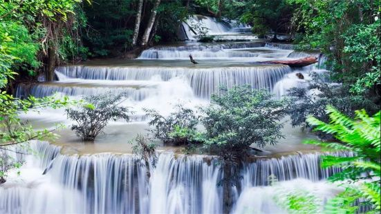 週洛龍潭風景區