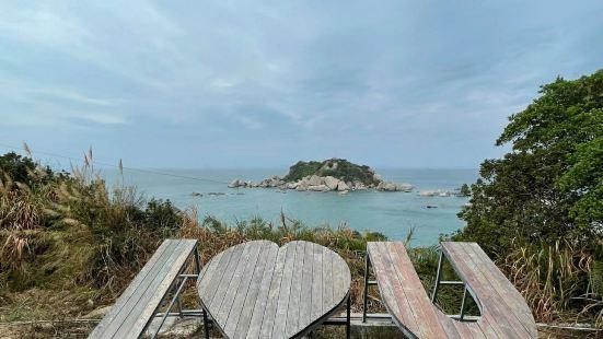 三角洲岛位于惠州市惠东县巽寮湾度假村,以水清石奇,沙质洁白为