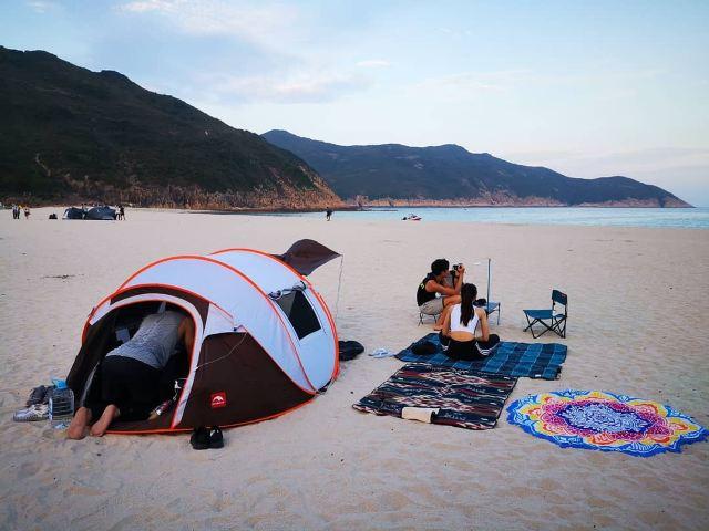 【沙灘露營攻略】沙灘露營地點⛺、海邊營地推薦!新手露營裝備清單