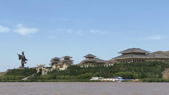 """是黄河上游最后一道峡谷,素有""""黄河小三峡""""之称。景区内的青铜"""