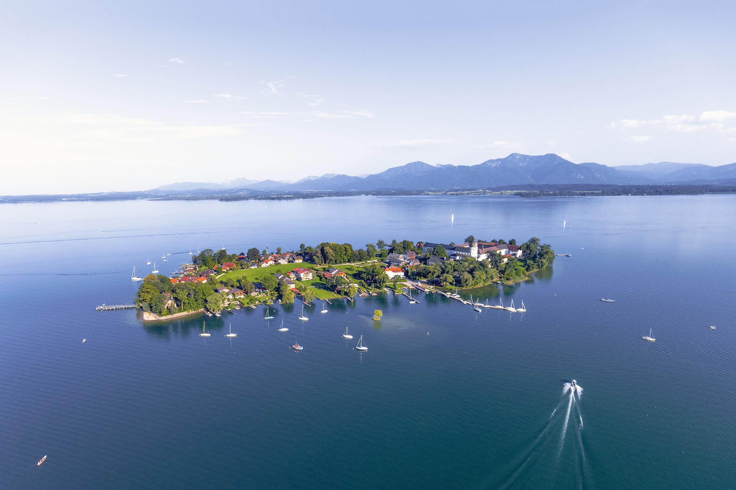 Magnetic Lake Scenic Area