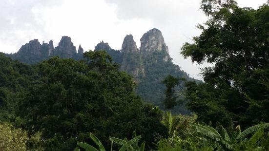 七仙岭是海南的著名旅游景点,位于海南省保亭黎族自治县境内,其