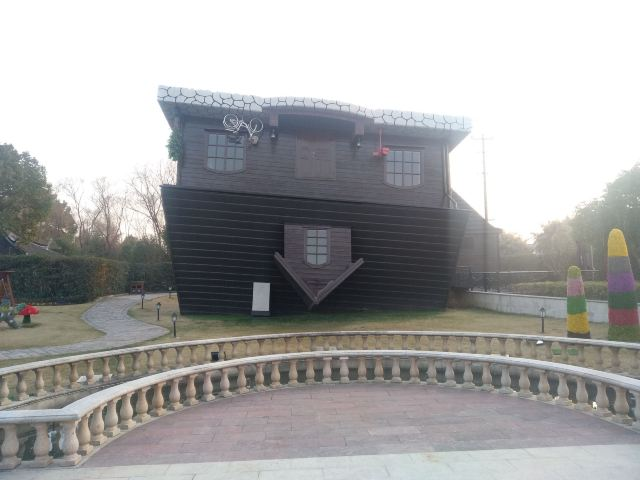 폴란드 거꾸로 된 집