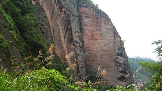 大金湖在于福建省西北部的泰宁县。这是一个欣赏丹霞地貌的好地方