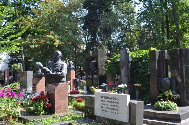 新聖女公墓