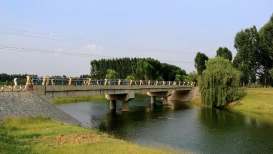 Jiangtai Binhe Park (West Gate)