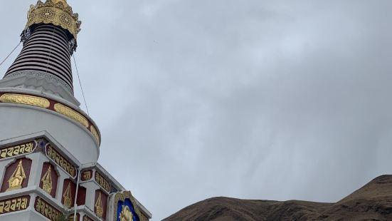 新都桥近年来声名鹊起,离不开稻城亚丁—蓝色星球最后净土的宣传
