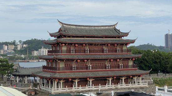 旅游去到潮州,就住在古城里面,潮州的古城有好几个门,广济门是