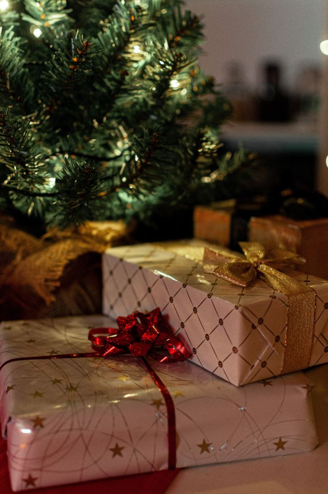 Christmas & New Year's Giveaway: How to Win Great Prizes