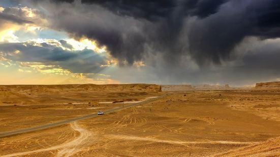 雅丹维吾尔语是陡壁的小山丘,为啥叫魔鬼城,这里有个传说,就是