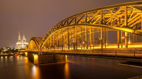 霍亨索倫橋