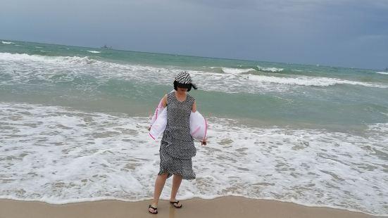 这座坦克海滩,可是塞班这边大名鼎鼎的海滩,海岸线非常的长,景
