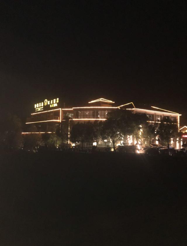 Peninsula of Royal Lake Hotels
