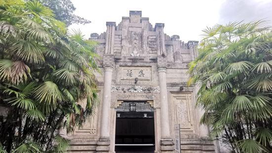这里是成都市大邑县所辖古镇。这里人文荟萃,有数十个博物馆。