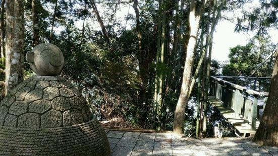 拉鲁岛传说是邵族最高祖灵的居处,也是邵族早期的聚落之一。如