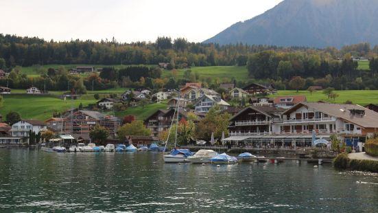瑞士最美的小镇之一,的确,我觉得能与之媲美的可能只有米伦,我