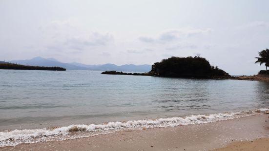 惠州十里银滩很美 ,有银色沙滩、观海亭、艺术长廊、游艇出海、