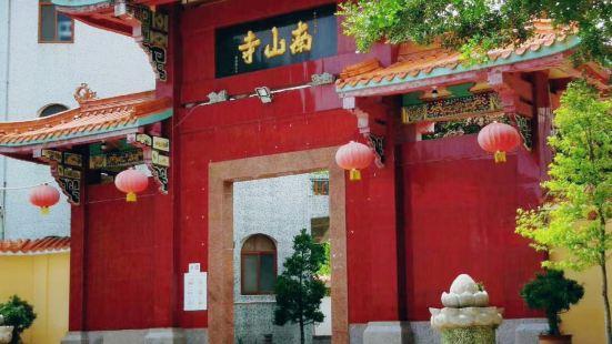 据当地人介绍说,这里的菩萨很灵验整个寺院特别安静,进来就有与