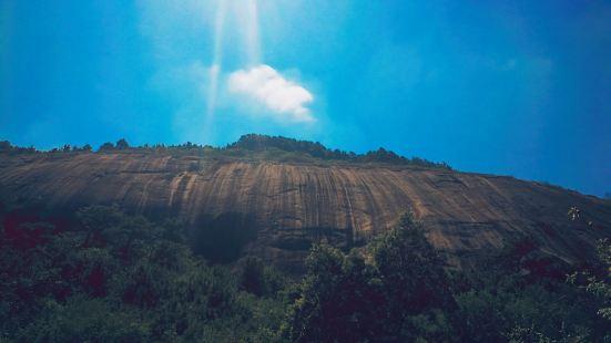 据科学考证,位于广东封开国家地质公园的『大斑石』,形成于二亿