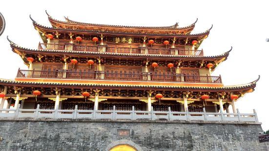 潮州旅游来到广济门城楼,俗称东门楼,该楼始建于明代洪武三年(
