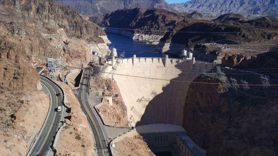 胡佛水坝胡佛水坝(Hoover Dam)是美国综合开发科罗拉