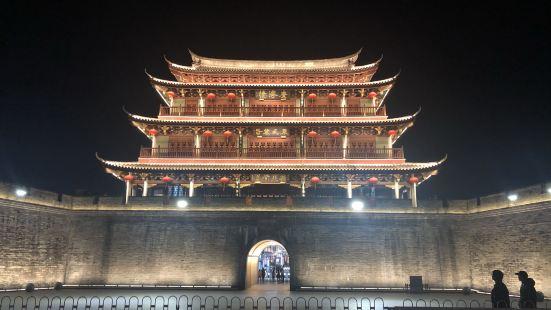 广济楼在潮州古城的东门,就算是广济门的城楼了吧。出门就是韩江