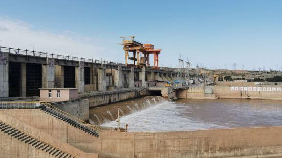 黄河大峡谷景区位于吴忠市下辖县级市青铜峡市,以青铜峡水电站为