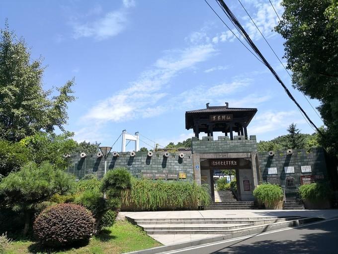 Xingguo Park (East Gate)