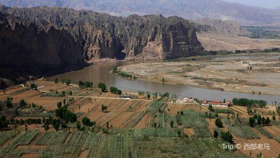甘肃永靖登高向远处眺望,黄河之水从东方而来,从束缚的峡谷中到