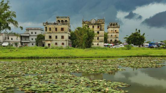 就在自立村是周围几个看碉楼的景区里面最有特色的楼也比较完善,