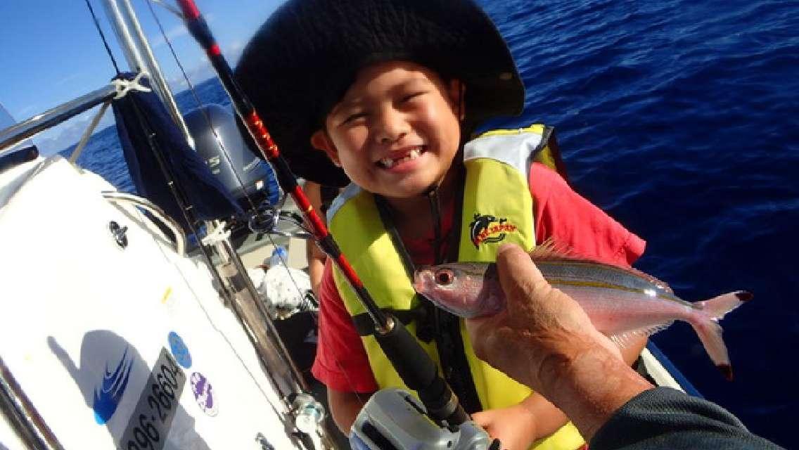 釣り船ツアー 読谷の海を知り尽くした漁師がご案内!小さなお子様も参加できます<読谷村発>