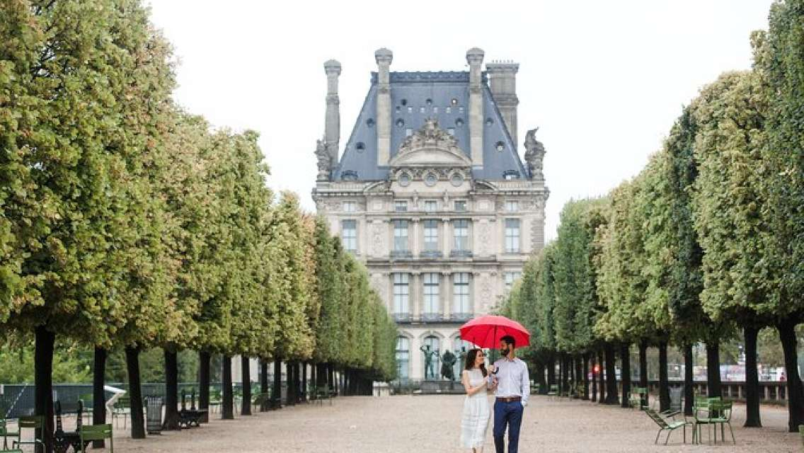 Private Vacation Photography Session with Local Photographer in Paris