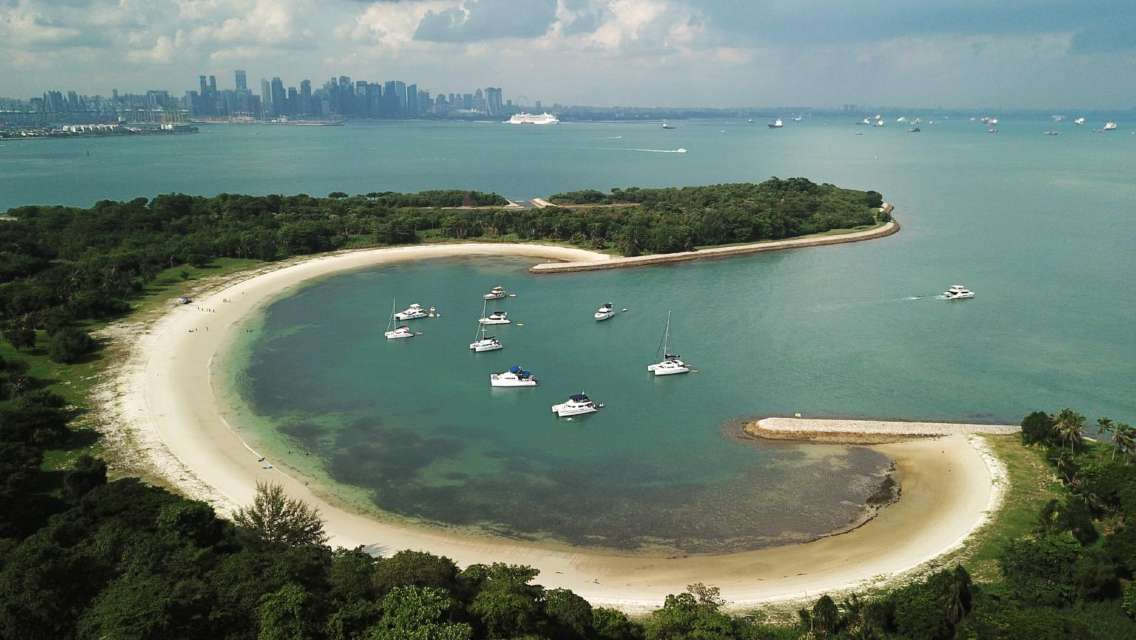 4 Hours Singapore Southern Islands Yacht Guided